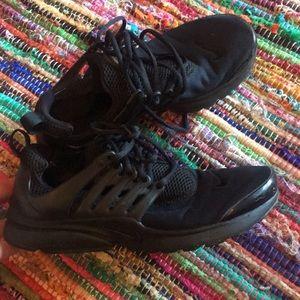 Black Nike tennis shoes sneakers gym black 7